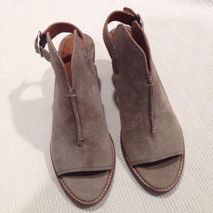 NWOT Frye courtney slingback booties size 6.5